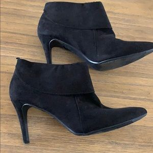Old navy black booties! Size 8